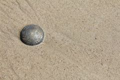 下沉在沙子 免版税库存照片