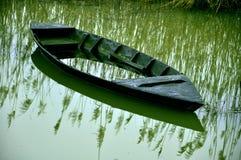 下沉的小船 图库摄影