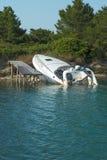 下沉的快艇 库存图片