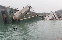 下沉的货船在香港 库存照片