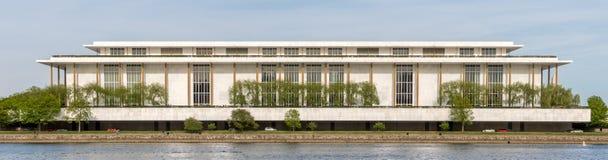 下油阴暗精炼厂天空 表演艺术肯尼迪中心在华盛顿特区 免版税图库摄影