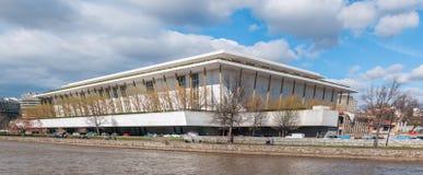 下油阴暗精炼厂天空 表演艺术肯尼迪中心在华盛顿D C 免版税库存照片