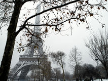 下法国巴黎雪 库存图片