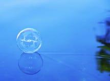 下滑肥皂水的泡影 免版税库存照片
