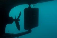 下潜小船下面  免版税库存图片