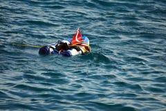下潜旗子在大开曼的港口 图库摄影