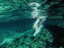 水下的净水海 库存照片
