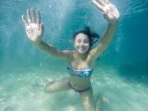 水下的妇女画象 免版税库存照片