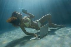 水下的射击 免版税库存照片