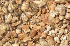 水下的小卵石 库存照片