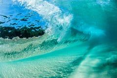 水下的波浪 免版税库存图片