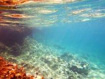 水下的礁石 免版税库存图片