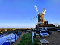 下的Cley海风车诺福克,英国 免版税库存图片