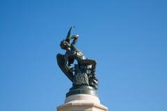 下落的天使雕象在马德里西班牙 库存照片