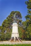 下落的天使雕象在Retiro庭院里在马德里 免版税库存图片
