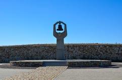 下落的战斗机的纪念碑在Mamaev小山的在伏尔加格勒 免版税库存图片