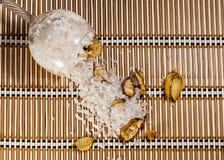 下落的水晶玻璃 免版税库存照片