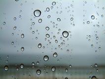 下落雨视窗 免版税库存图片