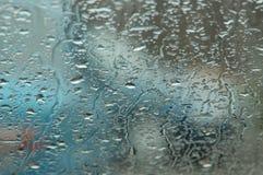 下落雨视窗 免版税图库摄影