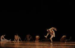 下落黑天使现代舞蹈舞蹈动作设计者亨利Yu 图库摄影