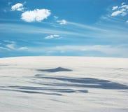 下蓝天雪原 图库摄影