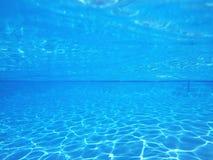 水下蓝色的水池 库存图片