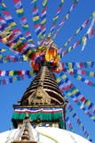 下蓝色bodhnath加德满都尼泊尔天空stuba 免版税图库摄影
