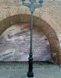 下诺夫哥罗德克里姆林宫是在照片的背景的一根路灯柱 免版税库存照片