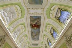 下诺夫哥罗德,俄罗斯- 03 11 2015年 天花板和墙壁的装饰在博物馆庄园Rukavishnikov 免版税库存图片