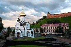 下诺夫哥罗德,俄罗斯2017年8月05日:上帝的母亲的喀山象的教会一个城市风景的在 库存照片
