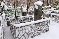 下诺夫哥罗德,俄罗斯- 2016年11月07日:俄国作家Pavel红色公墓的梅尔尼科夫Pechersky坟墓  免版税库存照片