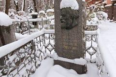 下诺夫哥罗德,俄罗斯- 2016年11月07日:俄国作家Pavel红色公墓的梅尔尼科夫Pechersky坟墓  免版税图库摄影
