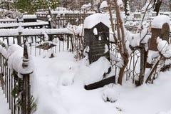 下诺夫哥罗德,俄罗斯- 2016年11月07日:俄国建设者和技工瓦西里卡拉什尼科夫的坟墓 免版税库存照片