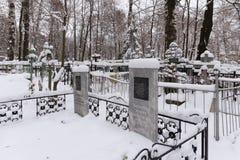 下诺夫哥罗德,俄罗斯- 2016年11月07日:红色Bugrovsky公墓在冬天 免版税库存图片