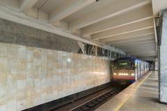 下诺夫哥罗德,俄罗斯- 11月02 2015年 地铁站Avtozavodskaya内部  免版税库存照片