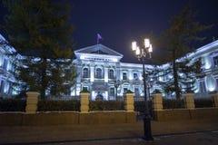 下诺夫哥罗德,俄罗斯- 11月1 2015年 区域法院古老大厦在Bolshaya波克罗夫卡街上的 库存图片