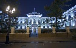 下诺夫哥罗德,俄罗斯- 11月1 2015年 区域法院古老大厦在Bolshaya波克罗夫卡街上的 免版税图库摄影