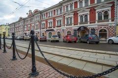 下诺夫哥罗德,俄罗斯- 11月02 2015年 建筑纪念碑-合作大厦建造机器的生产的- 库存照片