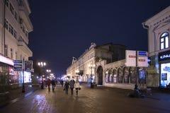下诺夫哥罗德,俄罗斯- 11月1 2015年 Bolshaya Pokrovskaya街-城市的历史的部分的旅游步行者 库存图片