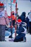 下诺夫哥罗德,俄罗斯- 2017年2月11日:滑雪竞争俄罗斯2017年 kiting的河滑雪多雪的体育运动冬天 家庭冠军 库存照片