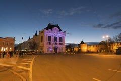下诺夫哥罗德,俄罗斯-04 11 2015年 米宁和Pozharsky摆正与看法历史大厦城市杜马,现在地方associ 免版税库存图片