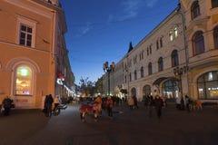 下诺夫哥罗德,俄罗斯-04 11 2015年 Bolshaya Pokrovskaya -主要步行街道在历史的街市 免版税库存照片