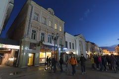 下诺夫哥罗德,俄罗斯-04 11 2015年 Bolshaya Pokrovskaya -主要步行街道在历史的街市 库存照片