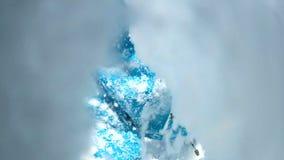 下跌在雪,事故的人POV在山远征,伤害风险时 股票录像