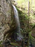 下跌的岩石秋天 库存照片
