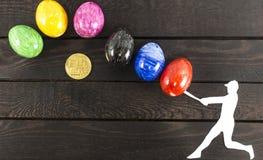 下跌的bitcoin概念-击中鸡蛋的棒球运动员 库存图片