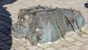 下跪的犹太人、一部分的反对战争的Vienna's纪念碑和法西斯主义 库存照片