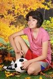 下跪的足球运动员 图库摄影