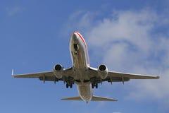 下降为登陆的美国航空喷气机圣地牙哥国际机场 库存图片