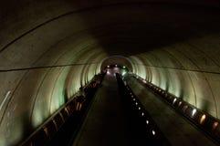 下降在Woodley的乘客停放/动物园地铁自动扶梯 免版税库存照片